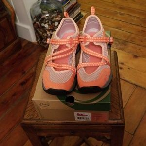 Chaco Outcross EVO Mary Jane NIB Sz 10 Grapefruit